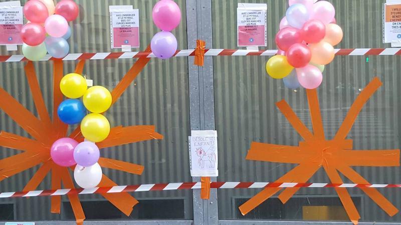 Les vitres de l'hôpital Necker après la manifestation du 14 juin. Noémie Nuit Debout - DR